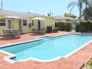 New Duplex 3 Bedrms 3 Baths for 8 Huge Pool Near Boardwalk, Beach & Downtown, Hollywood