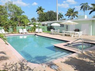 ALL NEW ALL 5/3 FOR 14, HEATED POOL, NEAR HOLLYWOOD BEACH & BOARDWALK  & GOLF, Hollywood