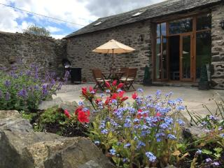 Stunning Character Barn with a hot tub, Kendal