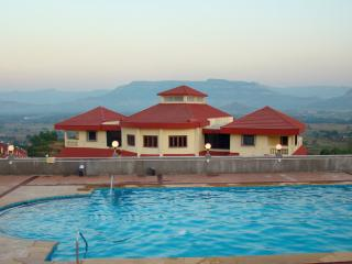 7 Bed Karjat Pool Villa - Dazzle