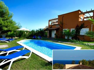 SPACIOUS VILLA. SEAVIEWS, POOL,CLIMATE,WIFI,BBQ(M), Calas de Majorca