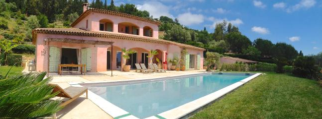 villa holiday rental with direct private pool particularly riviera Vence Strelitzia