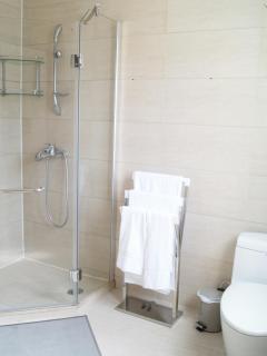 et sa salle de bain