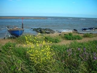 Golf View on Suffolk Coast a few steps from beach, Felixstowe
