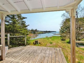 Perfect for Two...Historic cottage with harbor views and waterfront access, Port Clyde