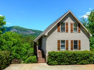 Large Home, stunning mtn. views, Hot Tub, Pool Table, Fire Pit. Great location.