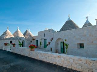 NEW - Trulli Piccoli, luxury self catering trulli in Itria Valley, Puglia | Raro Villas, Locorotondo