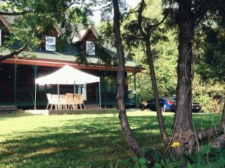 Cozy Vacation House located in East Ottawa