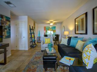 Beautiful QUIET Condo close to Downtown, Palm Springs