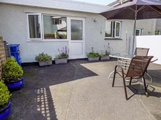 HAFAN BACH, cosy, single-storey bungalow, WiFi, off road parking, enclosed patio, in Llanbedrog, Ref 917623