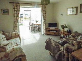 THE GRANARY, WiFi, detached, pet-friendly, enclosed garden, near Shepton