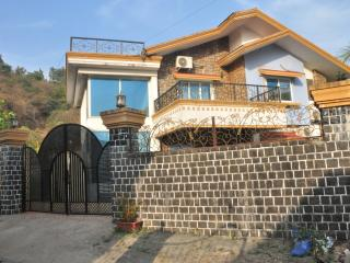 Infinity Villas Lonavala - 4 Bed Villa with Pool, Lonavla