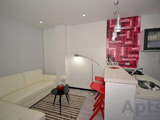 BRENDA - 1 Bed Executive Apartment with washer / dryer - Unicentro, Bogota