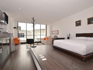DANI - 1 Bed Designer Studio Apartment with gym & balcony (Santa Barbara), Bogotá