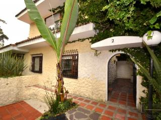 FILIPA - 2 Bed Colonial style House with 3 bathrooms (Usaquen), Bogota