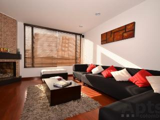 IRIS - 2 Bed Renovated Apartment with modern design, space & chimney (Parque 93), Bogota