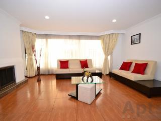 MARCIA - Apartamento Renovado de 3 Habitaciones con chimenea y cocina grande - Parque 93, Bogotá
