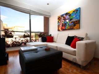 OZANA - 2 Bed Executive Apartment with balcony - Batan, Bogotá