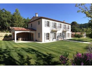 Villa in the village of Fayence, 35 minutes from Cannes