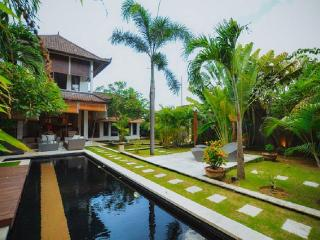 Cozy Tropical 2br villa in Seminyak, Kerobokan