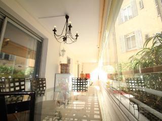 Apartment F3 - 27, Cannes