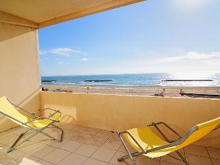 Valras Seafront Apartment, Valras-Plage