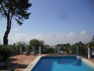 Stunning panoramic views, private pool, 500m to village - June dates available