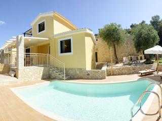 Luxury Private Pool Villa in Monodendri Beach / Villas Muscalas - Petra