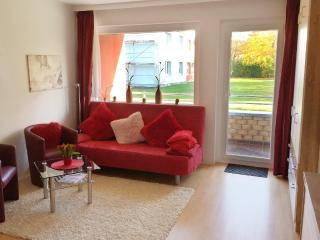 Vacation Apartment in Laboe - 323 sqft, central, bright, comfortable (# 9082)