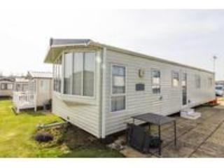 8 berth caravan at Hopton Haven Holiday Park, in Great Yarmouth. REF 80005FW