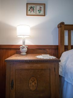 Double bedroom details - Queen Bee Cottage
