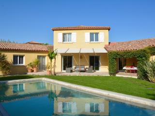 LANGUEDOC VILLA WITH POOL IN MONTPELLIER, Saint-Drezery