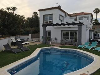 4 bedroom modern villa  in Estepona with private salt water pool close to beach