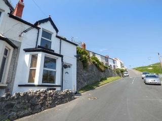 HIGHGATE COTTAGE sea views, woodburning stove, WiFi, pet-friendly, in Llandudno