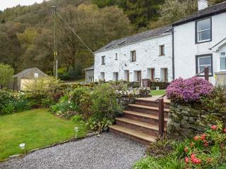 BRAMBLE COTTAGE, mid-terrace, all ground floor, front patio, in Thornthwaite, Ke