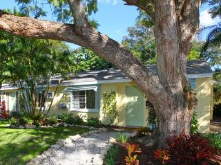 Charming Cottage in Historic Downtown Area!  Walk To Everything! AAA Rated, Sarasota