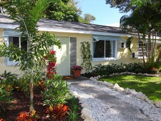 Charming Bungalow In Downtown Historic Area!  Walk To Everything! AAA Rated!, Sarasota