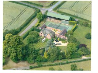Luxury country house with tennis court and alpacas