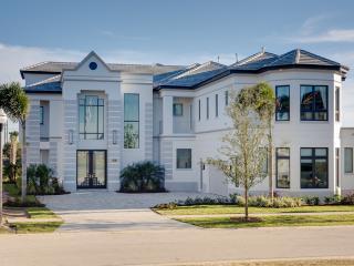 Villa W172 'Luxury 11 bed Villa sleeps 30'