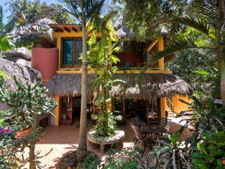 Casa Duende - Short easy walk to town square/beach