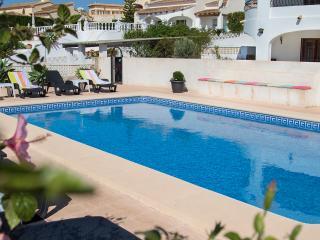 Casa Laura met 2 appartementen 700 meter vanaf zee, Benissa