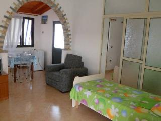 Beautiful apartments with garden for 2 till 6 persons 10 minutes far from the be