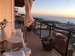 Lovely house with awesome views to ocean and city, Costa Adeje