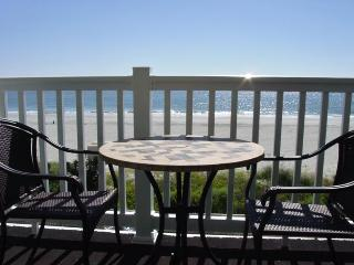Shore Drive - Beautiful Oceanfront 2BR/2BA Condo, Myrtle Beach