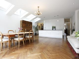 Divine 4 bed family home on Hotham Road, Putney, London