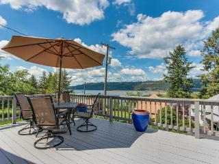 Dog-friendly cottage w/ sunny deck & lake view - nearby beach access!