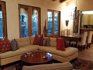 Casita del Corazon: 1600 sq. ft. Private Retreat, Santa Fe