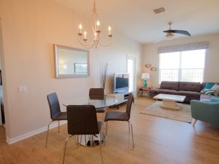 VISTA CAY EXECUTIVE PENTHOUSE SLEEPS 6. Remodeled, Orlando