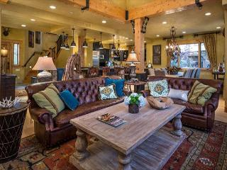 Mountain Elegance~Location & Luxury - Ski-In-Ski-Out Village Core- 5 Suites