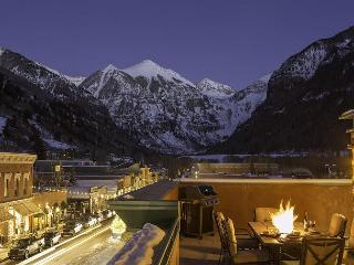 "Experience ""The RoofTop"", Cool Penthouse with awesome views and large deck, Telluride"